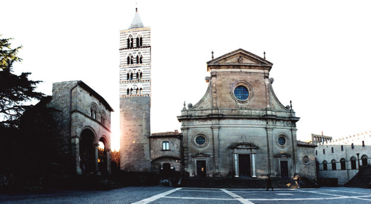Passeggiata nel centro storico di Viterbo con gli assessori