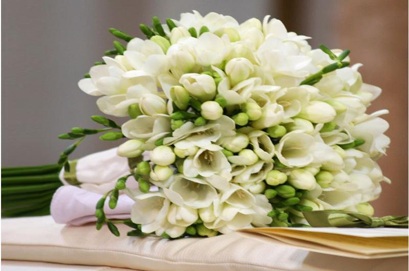 Bouquet Sposa Vendita On Line.Ogni Mese Ha Il Suo Bouquet Da Sposa A Giugno E Tempo Di Fresie