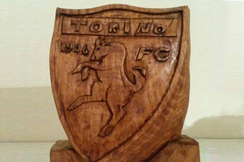 Da mario fabbri una scultura per il grande torino tusciaup